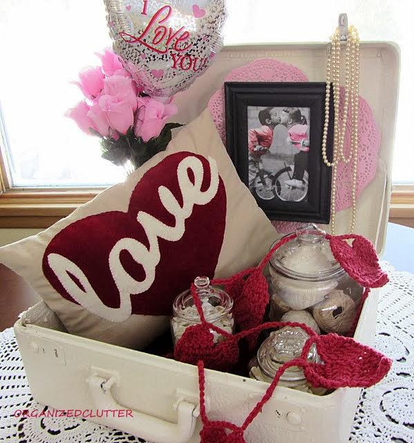 Valentine's Day Vignette www.organizedclutterqueen.blogspot.com