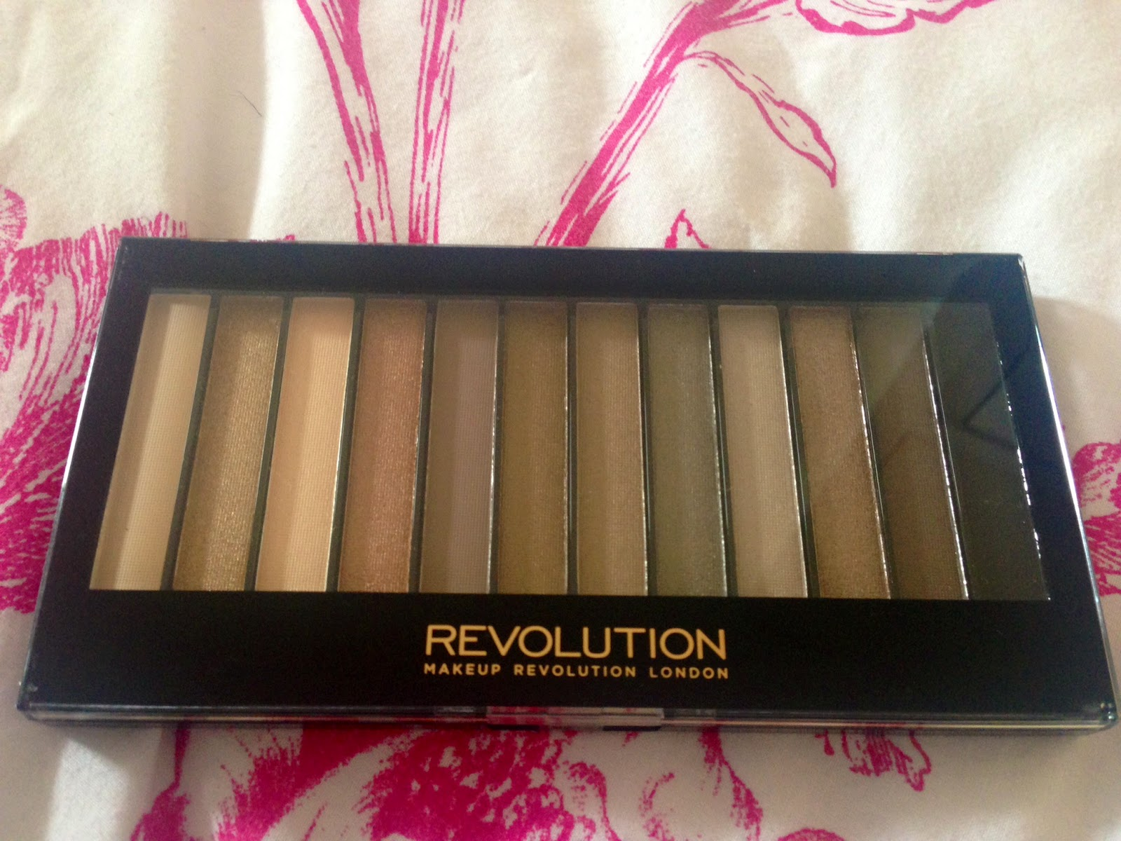 After featuring this in my post showing colours you can wear all year round, I realised I never gave the Makeup Revolution Iconic 2 (£4) a full review and ...