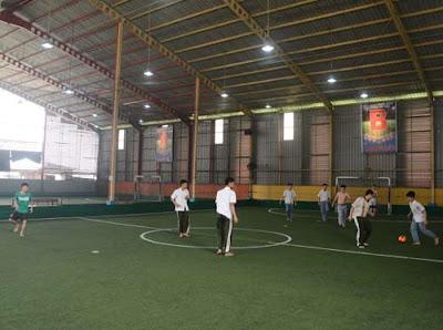 SEMAKIN BERKEMBANG: Bisnis penyewaan lapangan olahraga indoor terus berkembang di Kota Pontianak. Dari lapangan seadanya hingga standar internasional. MEIDY/PONTIANAK POST