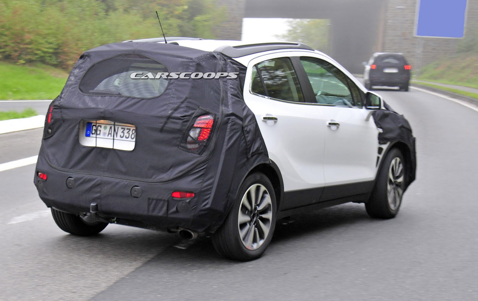 scoop opel s mokka undergoes a light nip and tuck for 2016. Black Bedroom Furniture Sets. Home Design Ideas