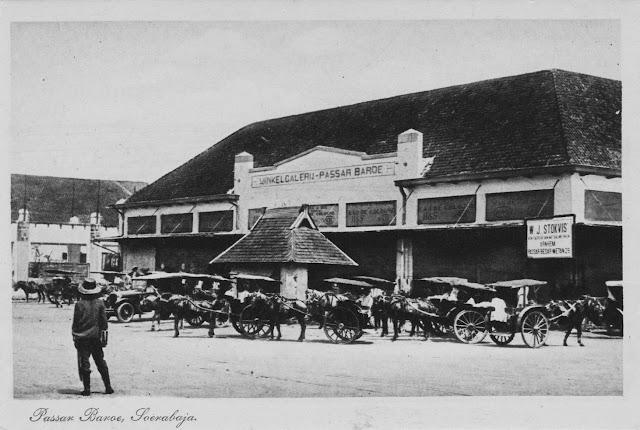 Horse Drawn Wagons at Pasar Besar, Surabaya,Indonesia. Ca.1909