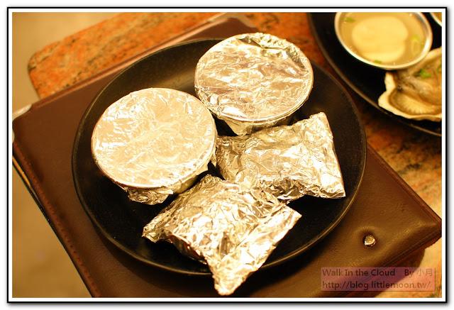 包著鋁箔的 奶油香菇、絲瓜蛤蠣