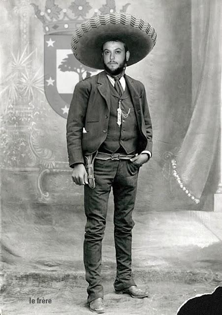 """""""Guillermo Zapata"""",""""holocausto"""",""""judíos"""",""""musulmanes"""",""""Santiago"""",""""Madrid"""",""""ayuntamiento"""",""""twitter"""",""""humor Negro"""",""""musulmanes"""", """"je suis charlie"""",""""libertad"""",""""expresión"""", """"chiste"""",""""Charlie Hebdo"""""""
