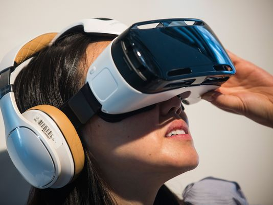 Samsung Gear VR makes virtual reality available to more consumers