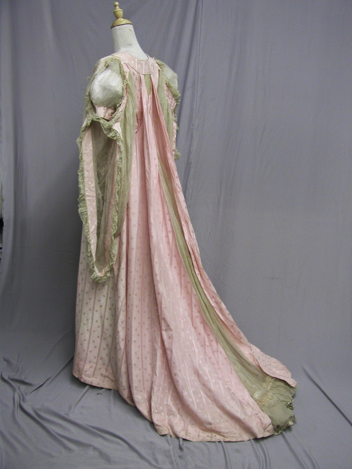All The Pretty Dresses: Edwardian Tea Gown