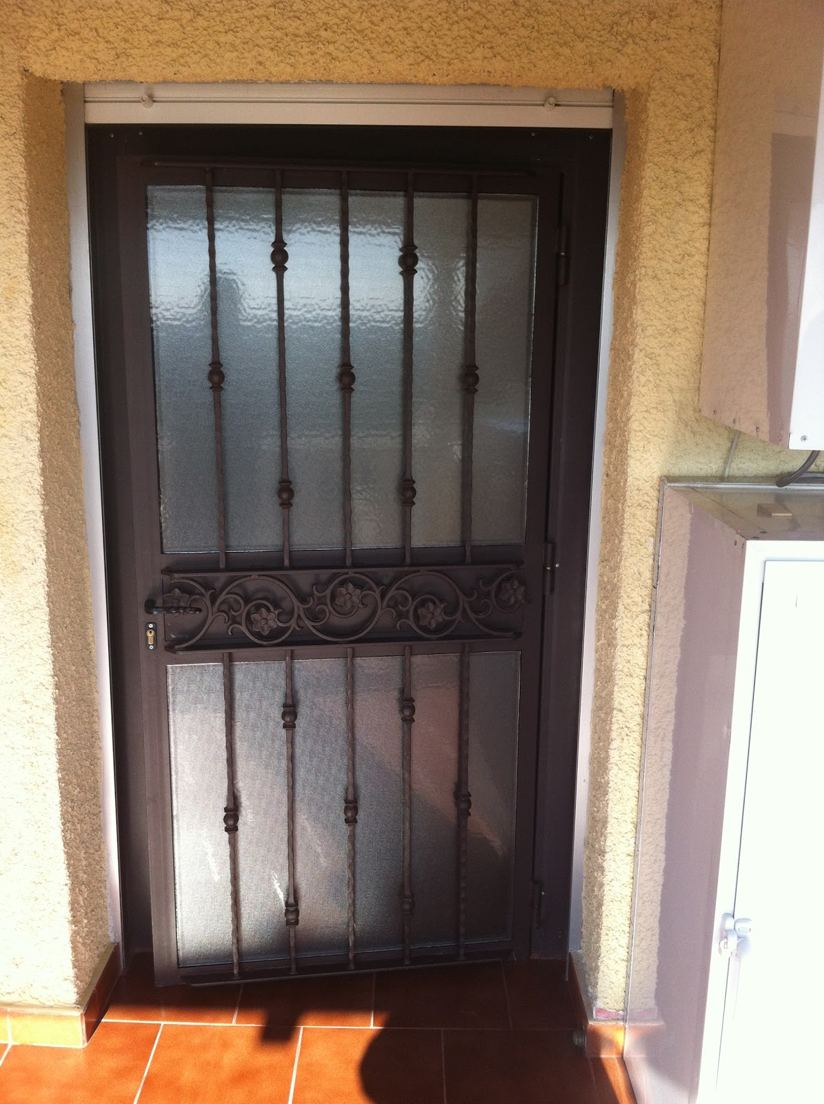 Puerta exterior hierro finest puerta exterior seguridad for Puertas hierro exterior