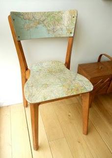decoupage krzesła motyw podróży i mapy