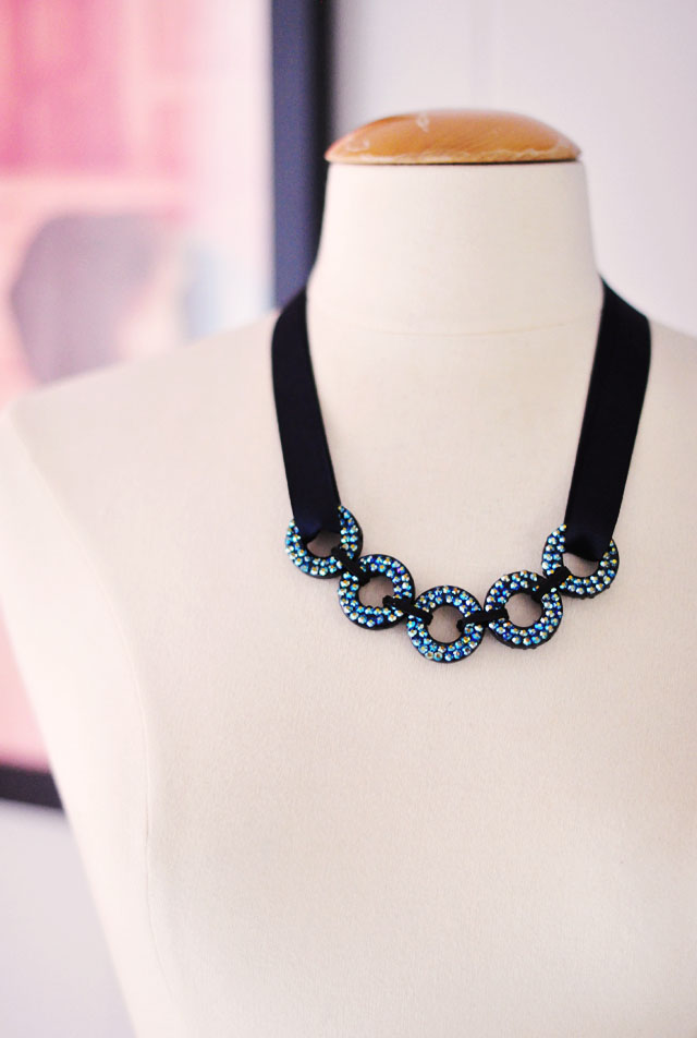 DIY looping circles statement necklace