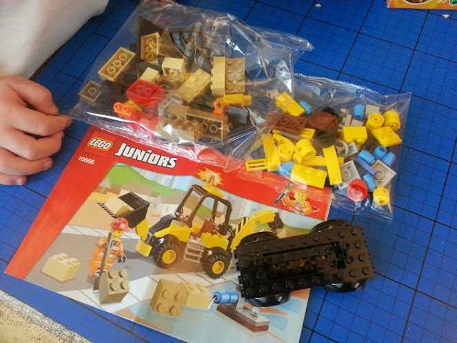 LEGO Juniors Easy to Build Digger set 10666 review pack contents