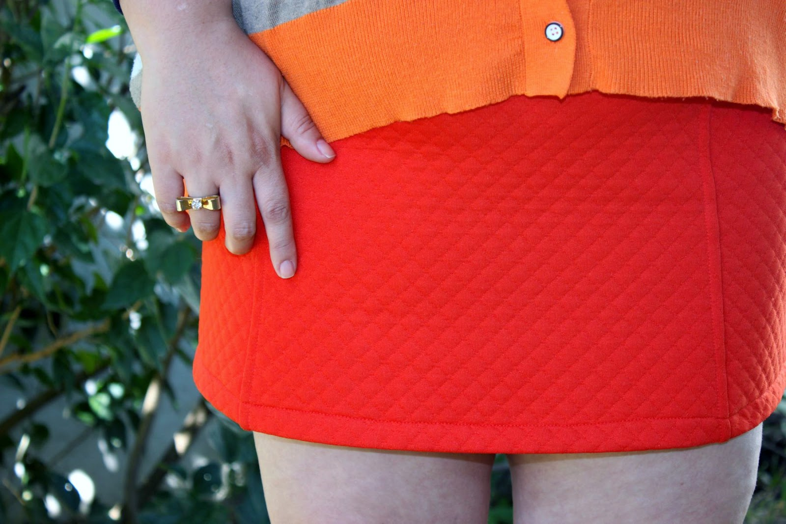 malha, matelasse, saia, skirt, laranja, orange, look me, look, plus size, moda, fashion, fashion mimi, look do dia, look of the day, prada, óculos, glasses, shoes, sapato nude, brás, kara plus size, gato, gordinha