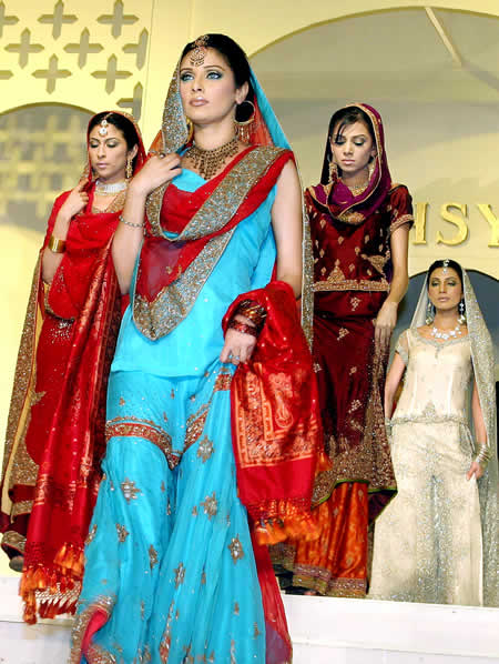 Pakistani Girls - Bridal Dresses and Jewelry - Mehndi Designs
