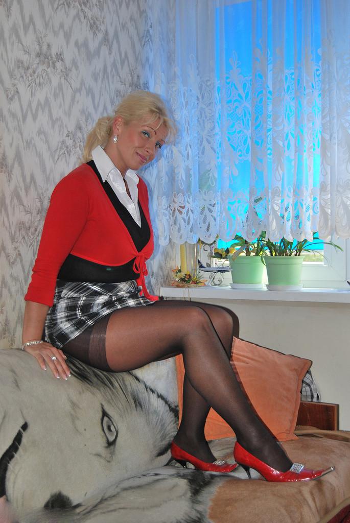 Scharfe reife Dame in Strumpfhosen - Strumpfhosen