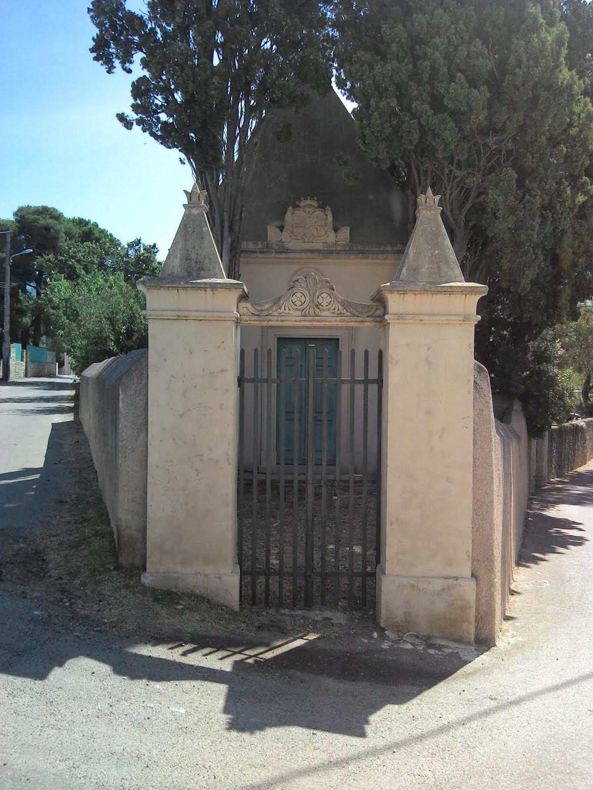 La Corse, le pays ou les cimetières sont des jardins ...