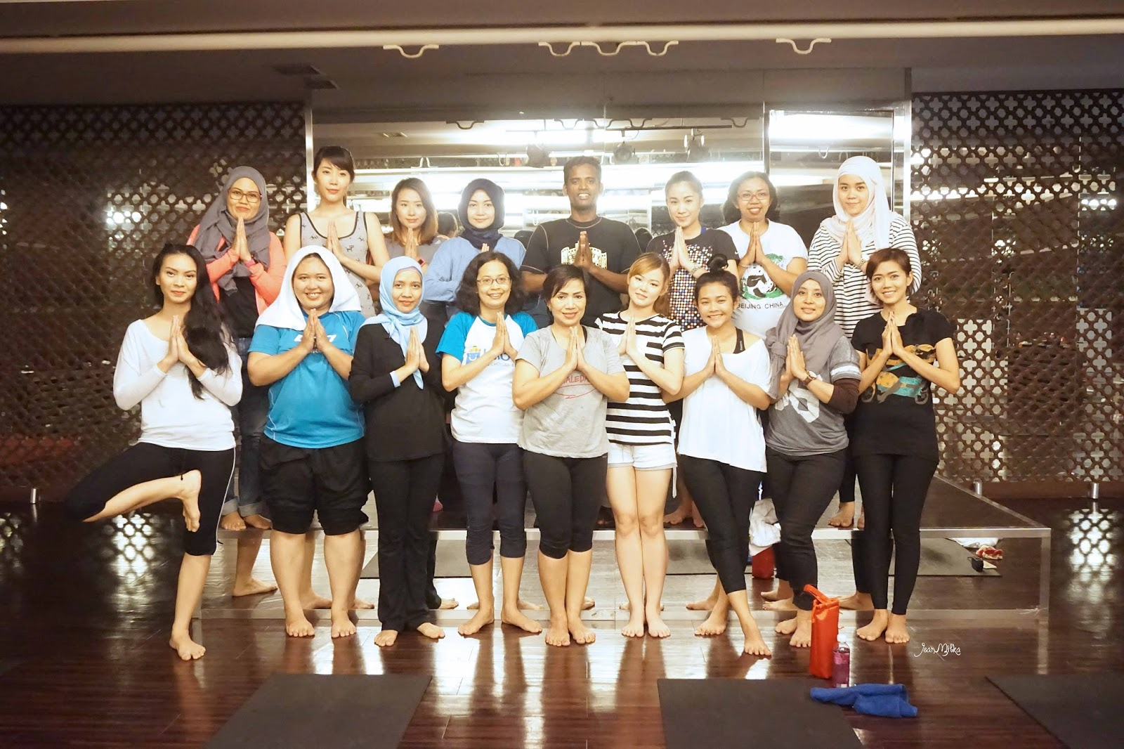blogger, indonesian blogger, blogger gathering, fimaledaily, celebrity fitness, yoga class, yoga