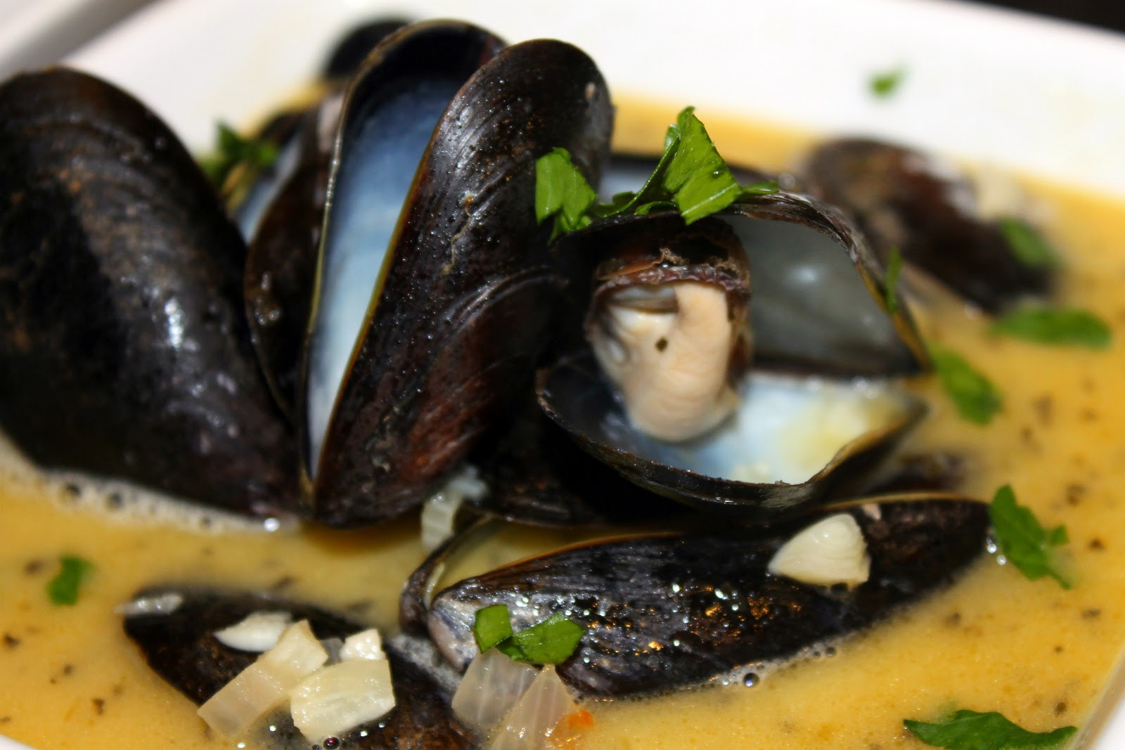 Mussels in White Wine Garlic Sauce | I Can Cook That