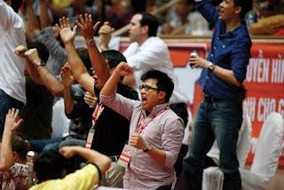 Anh đang say mê cổ vũ cho đội bóng rổ Sai Gon Heat do anh thành lập