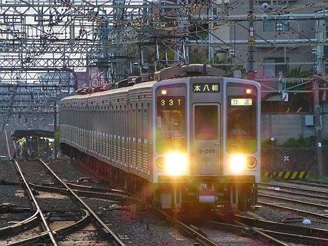 京王電鉄 急行 高尾山口行き9 都営10-000形210F