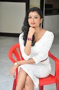 Ishitha Vyas sizzling pics-thumbnail-4