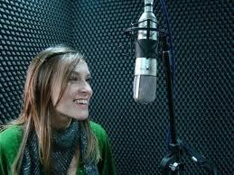 Luiza Cáspary: autora do primeiro videoclipe audiodescrito