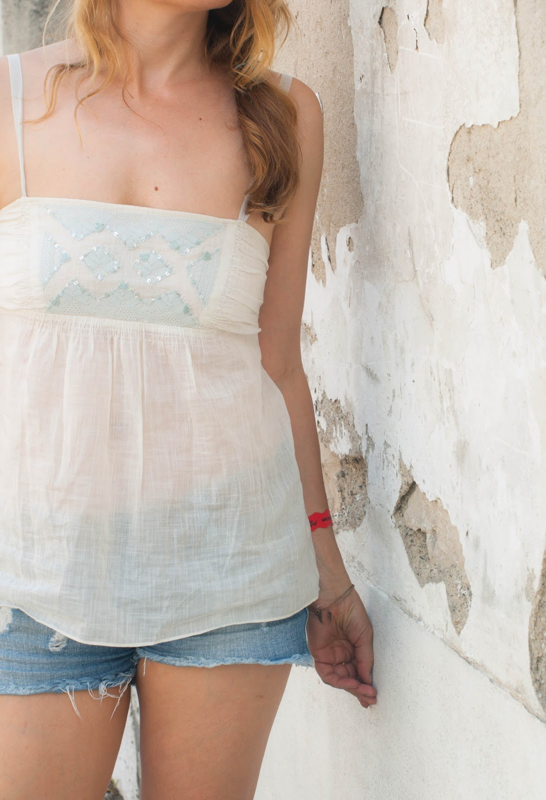 Cut offs, denim shorts, Rebecca Taylor top, summer outfit, beach outfit, what to wear when it is warm, Giuseppe Zanottii, panama hat, Pachacuti, max and Co bag