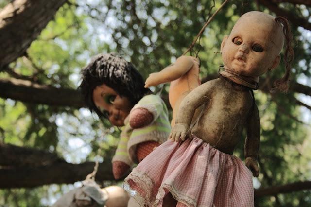 جزيرة الدمى المشوهه  Island-of-dolls-9%5B5%5D