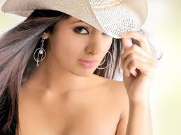 Geeta Basra pictures in naked style only wearing cap photos