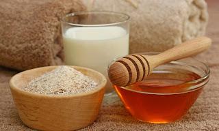 قناع العسل و الكركم لعلاج حب الشباب