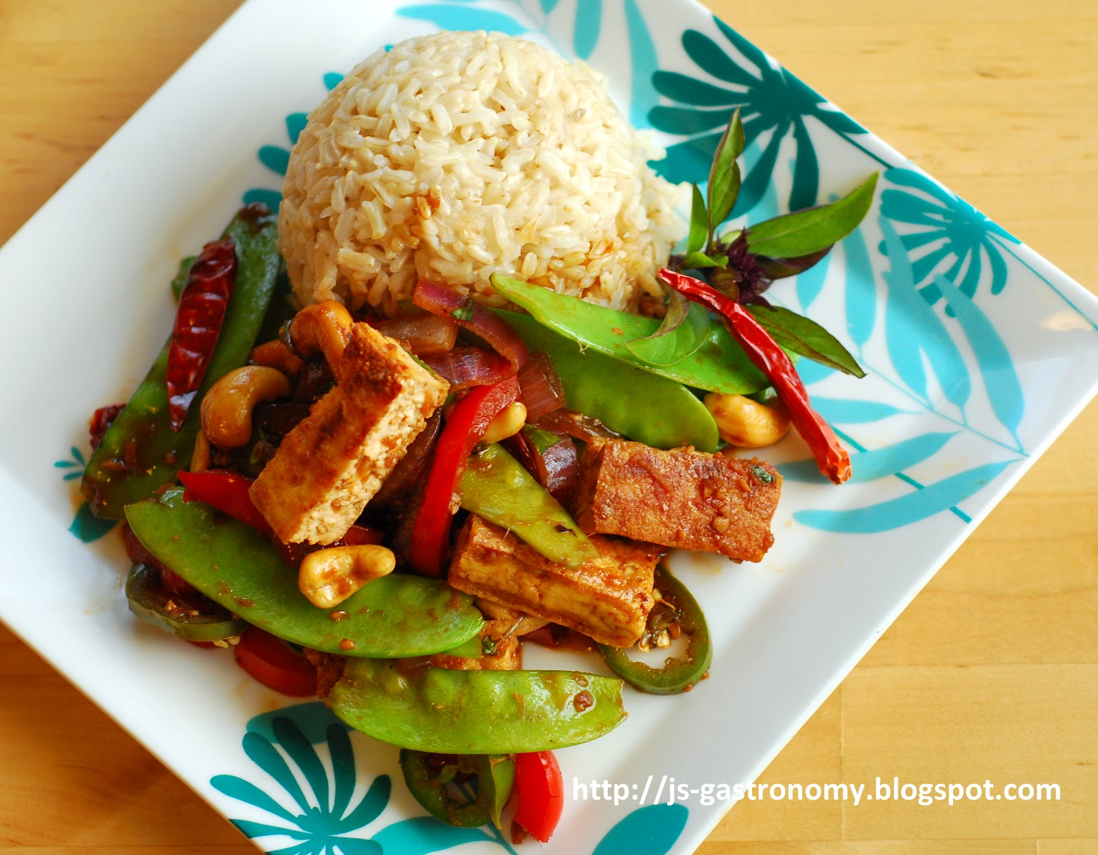 Gastronomy: Spicy Thai Basil Stir Fry with Tofu and Cashews