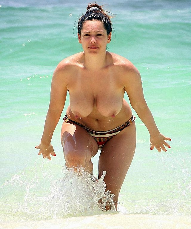 Topless de Kelly Brook