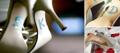 iniciales en la suela de zapato de novia