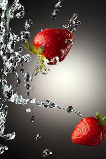 Water Strawberries iPhone Wallpaper