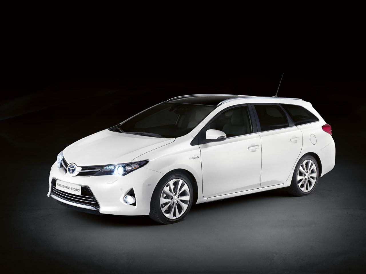Toyota+Auris+Touring+Sports+1.jpg