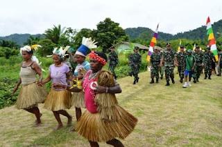 Kasdam IV/Diponegoro : Lanjutkan kegiatan belajar mengajar di Papua