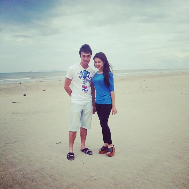 Gambar Khairul Fahmi Dan Leuniey Dating Di Tepi Pantai