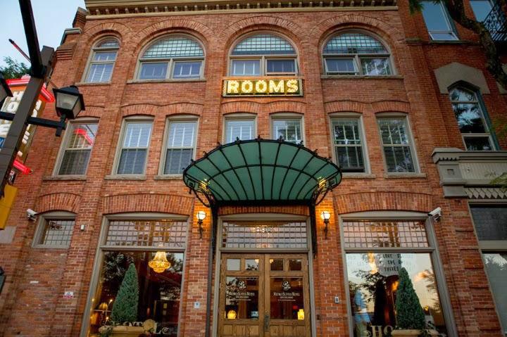 retro suites, Chatham Ontario, hotel, inn, accomodations, vintage, tourist, front entrance