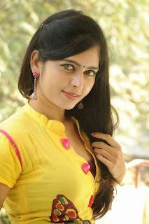 actress madhumitha Pictures at cut chesthe pm 027.jpg