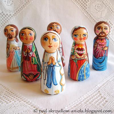 Drewniane malowane figurki świętych