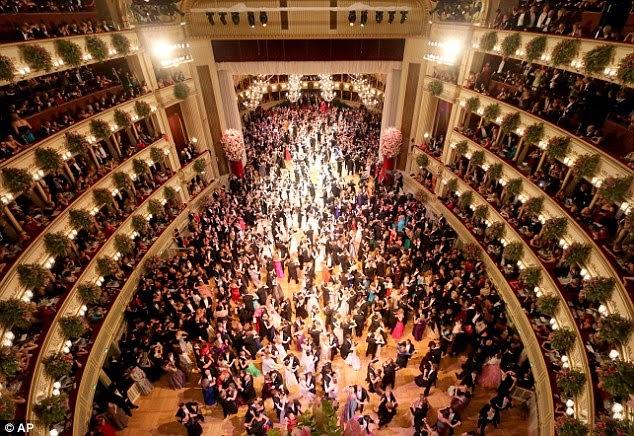A bécsi Operabál vendégserege