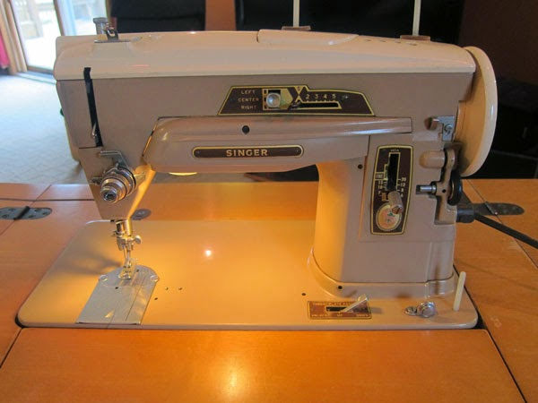 singer-desk-sewing-machine
