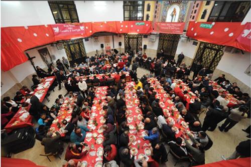http://roma.corriere.it/foto-gallery/cronaca/15_dicembre_26/pranzo-natale-detenuti-regina-coeli-2b8426a6-abe1-11e5-98e3-65fc73d21d7d.shtml