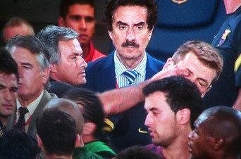 Mourinho mete el dedo en el ojo de Tito Vilanova