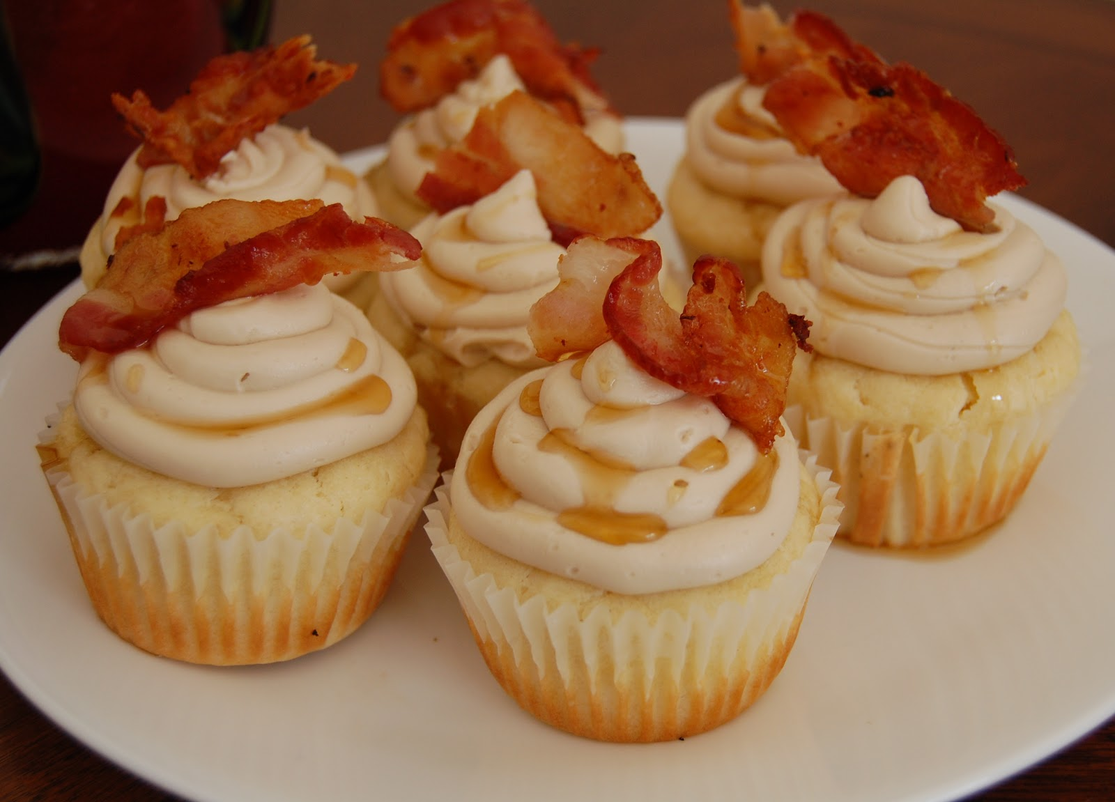 Lindsay Ann Bakes: {VIDEO} Pancake Breakfast Cupcakes