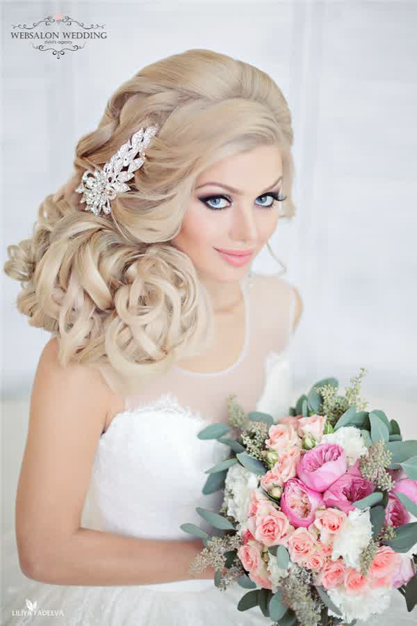 Stylish Trend Round Face Bridal Hairstyle