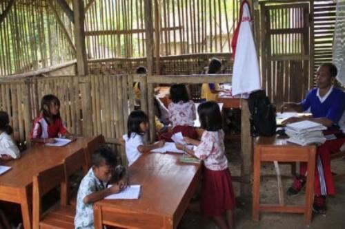 Kebutuhan guru SD hampir merata di seluruh kabupaten/kota di seluruh Indoensia
