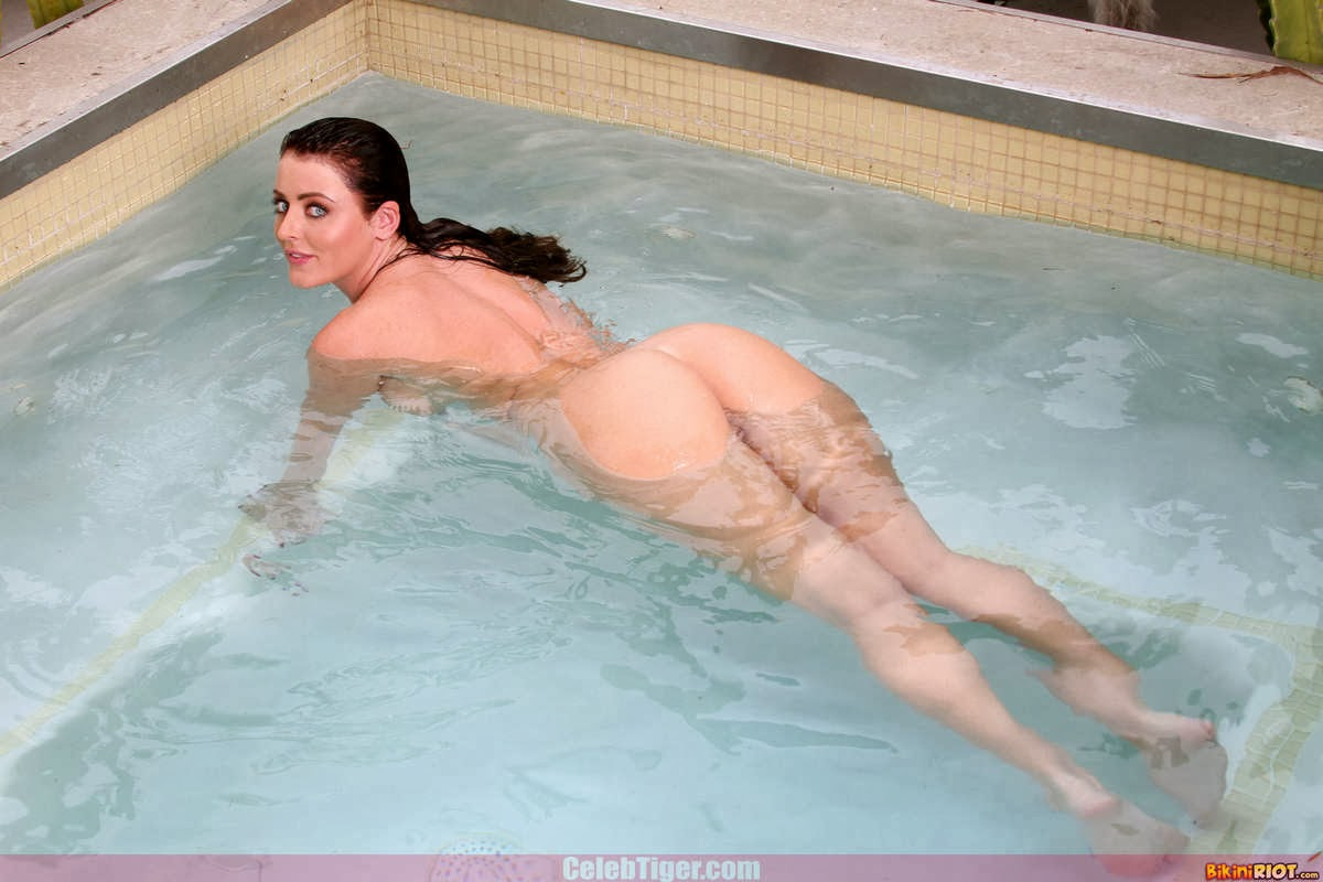 Busty+Babe+Sophie+Dee+Wet+In+Pool+Taking+Off+Her+Blue+Bikini+Posing+Naked www.CelebTiger.com 81 Busty Babe Sophie Dee Wet In Pool Taking Off Her Blue Bikini Posing Naked HQ Photos