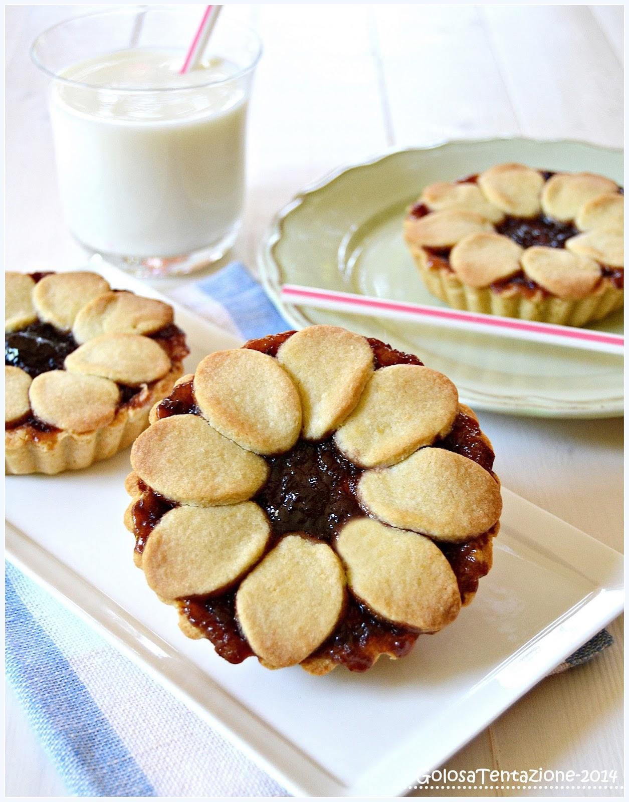 crostatine con crema di ricotta e confettura di ciliegie