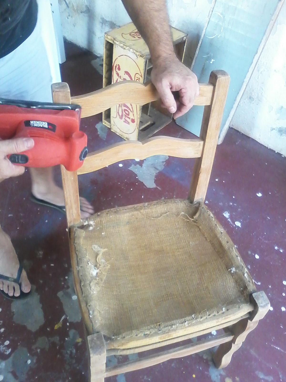 revestimento antigo serviu de molde pra cortar o pano novo. #397492 1200x1600