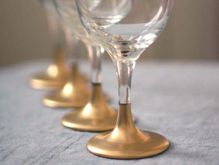 Diy gold dipped holiday glasses say yes for Spray painting wine glasses