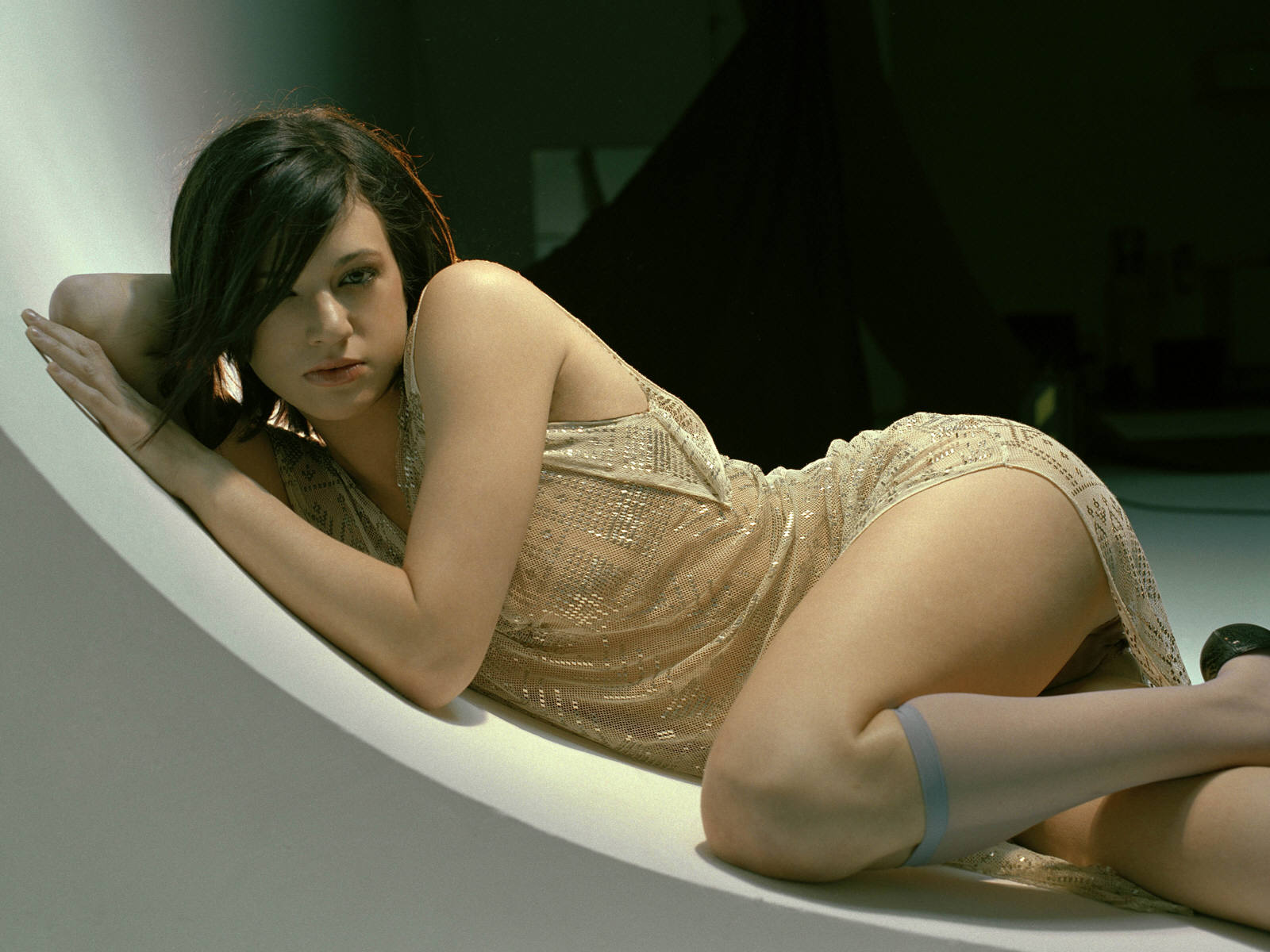 Hot asia argento 39 s wallpapers world amazing wallpapers for Hot wallpapers world