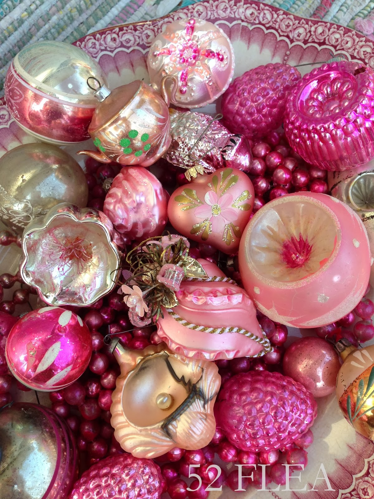 52 flea grace 39 s pink christmas for Pink christmas decorations